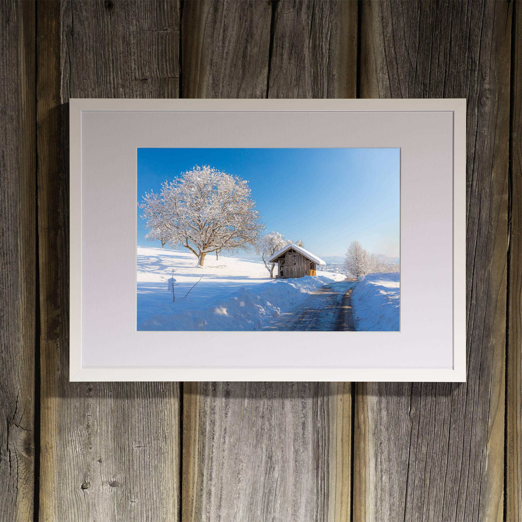 Winterlandschaft mit Hütte Rahmen 'Riga' A3 mit Passepartout